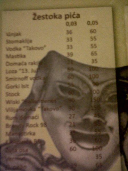 Ukážka cien v podniku Teater, Kragujevac. Povšimnite si cien tvrdého alkoholu. 100 dinárov bolo toho času (2011) 1euro. Dnes je to cca 115/1e.